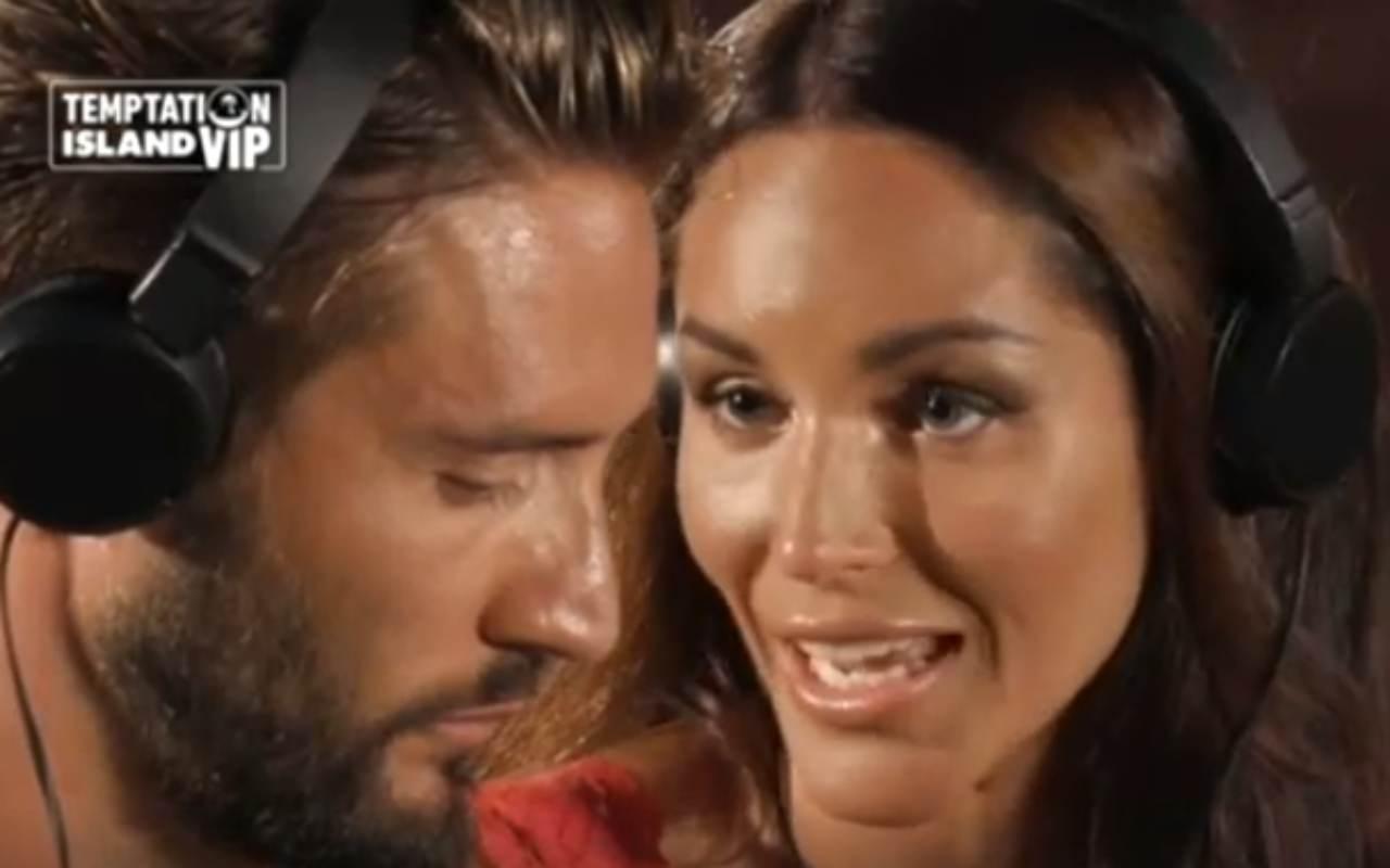 Temptation Island Vip 2, Alex Belli e Delia Duran show: la Marcuzzi si trattiene per non ridere