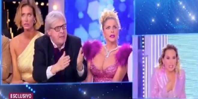 Vittorio Sgarbi insulta Barbara d'Urso: lei termina la diretta in lacrime